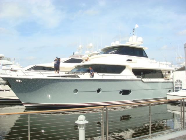 73 Horizon motor yacht